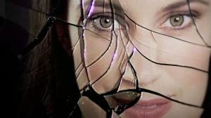 donna-plastica-vetro